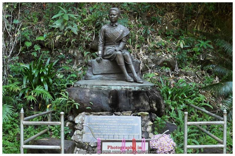 phlio_waterfall_statue